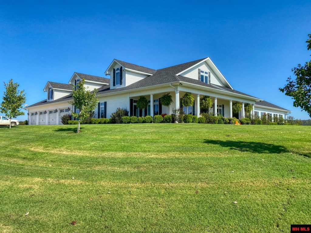 Farm for sale – 2800  HWY 62 EAST   Flippin, AR